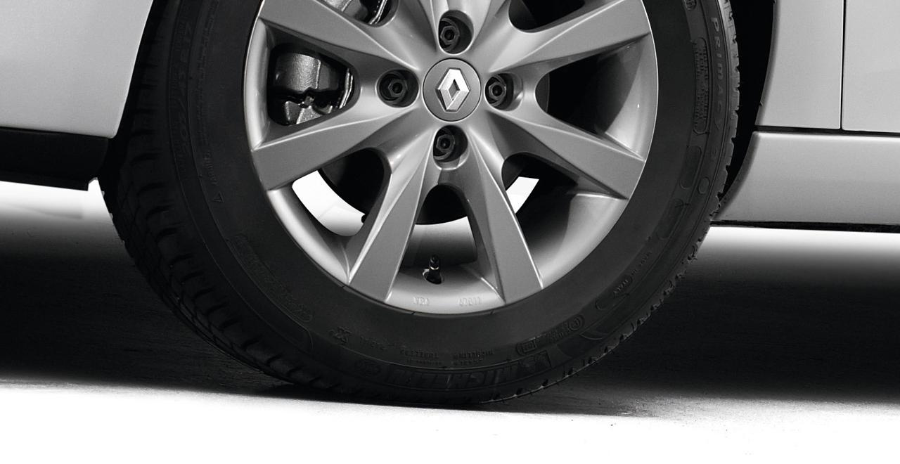 Cuide de su vehículo (neumáticos)